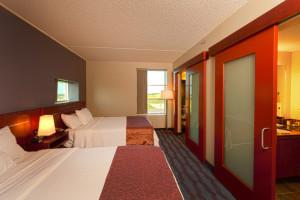 skydancer-hotel-casino-room-990x658